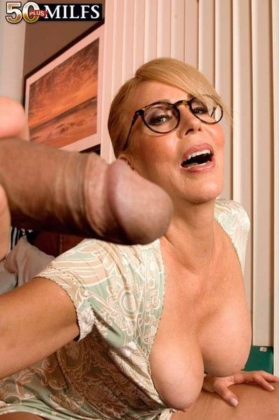 Busty 50 cougar milf loves to fuck yon eradicate affect nuisance