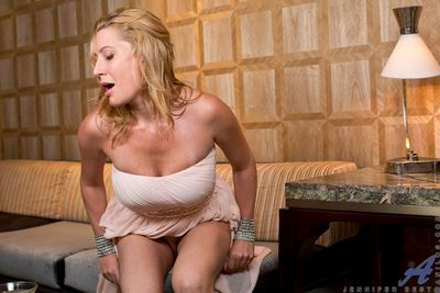 Cranky Jennifer Run off tickles her clit with a vibrator