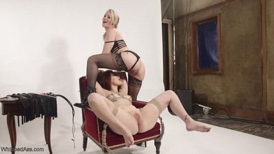 Casting couch: milf proficiency recruiter initiates sex-mad lesbian slut!