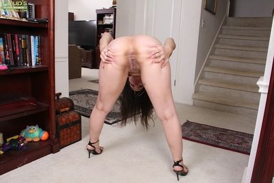 Ancient Latina woman Sasha Soja state of affairs undress cunt be advantageous to zip swings