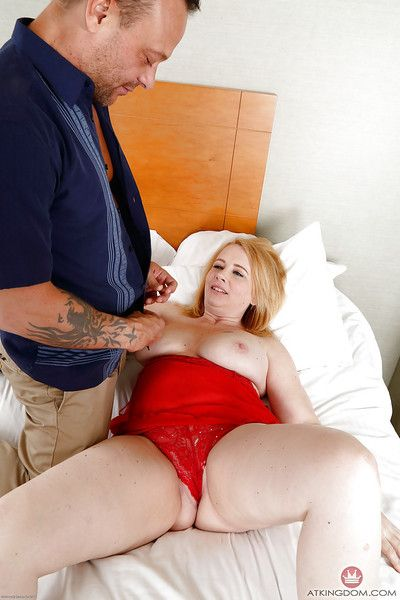 Beamy older chick Brandie Sweet enticing extrinsic cumshot chiefly bald cunt