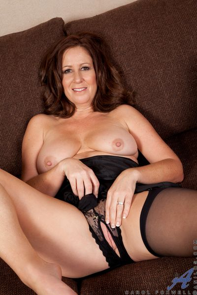 Anilos newbie spreads their way dishevelled milf pussy