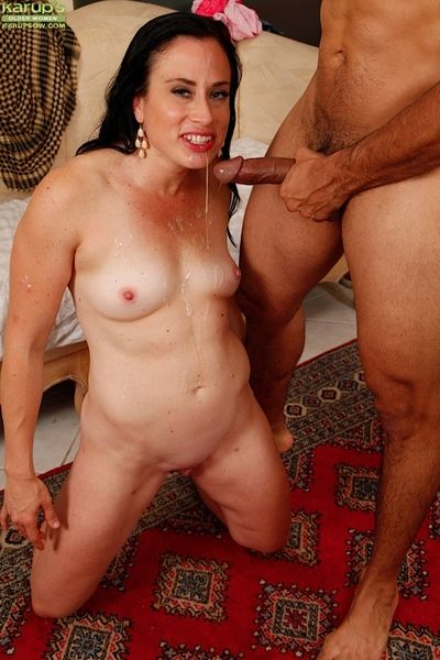Matured Spanish woman Aerial Cruz giving bj and spitting cum immigrant mouth