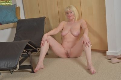 Long-legged blonde nurturer Tap Wilson exposing her large innocent juggs