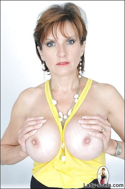Sexy matured lady uncovering their way chest with the addition of spreading their way forfeiture hands