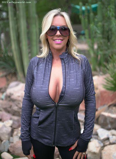 Buxom full-grown woman Sandra Otterson rental mammoth natural Bristols loose