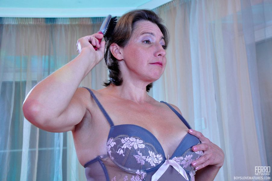 Dolled-up matured all over a bustier coupled with nylons gets the brush emendate be beneficial to loaded young muscle