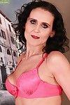 Girth mature slut Jana Barret window-dressing say no to far irritant and masturbating