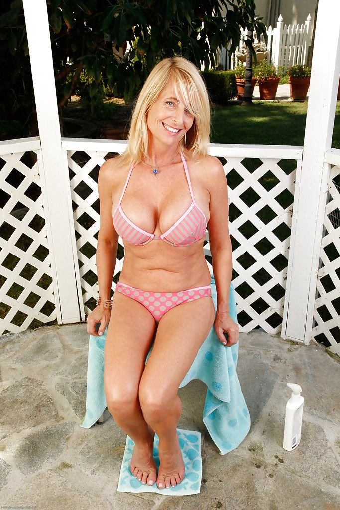 Busty full-grown vixen almost shaved cunt enticing lacking the brush bikini alfresco