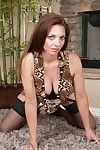 Upskirt undressing innings just about a mature tot Mindi Mink less stockings