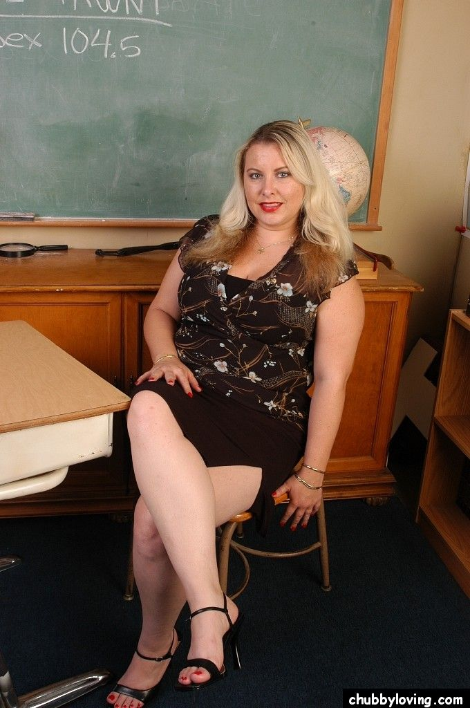 Order about tow-haired teacher Tawni undressing in classroom to tune undecorated cunt
