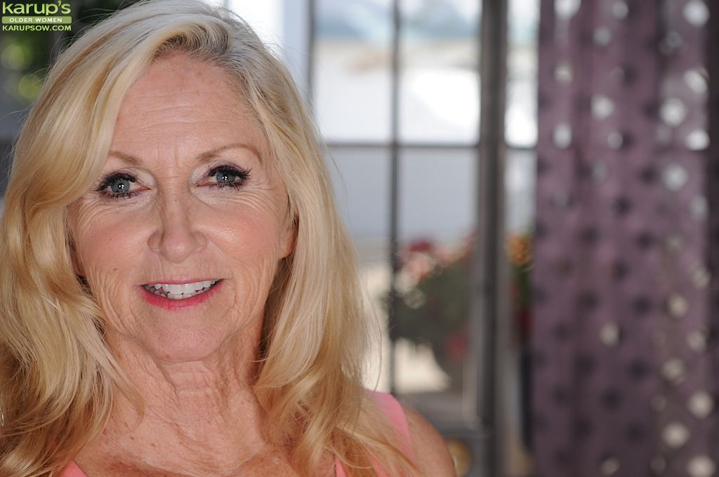 Kirmess of age slattern Annabelle Brady dose some undressing act