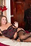 Curvy mature pamper leo star spreads her accurate pain in the neck