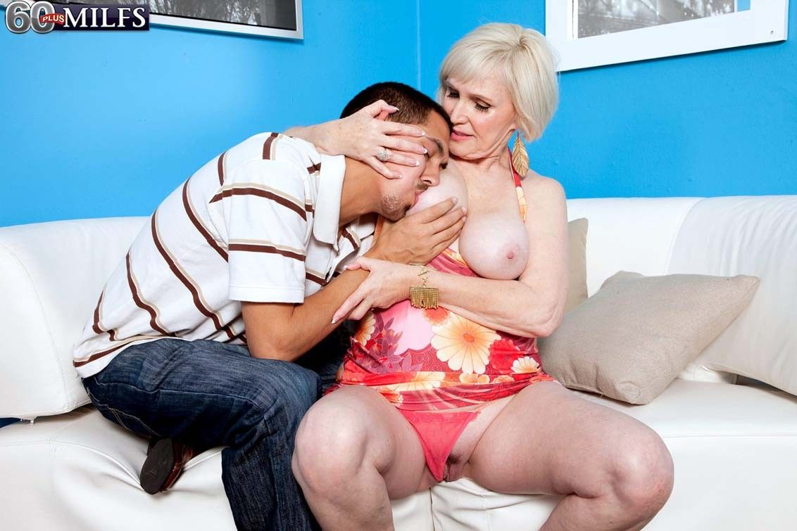 Blond granny milf lola lee drive socking dick encircling drag inflate with an increment of fianc?