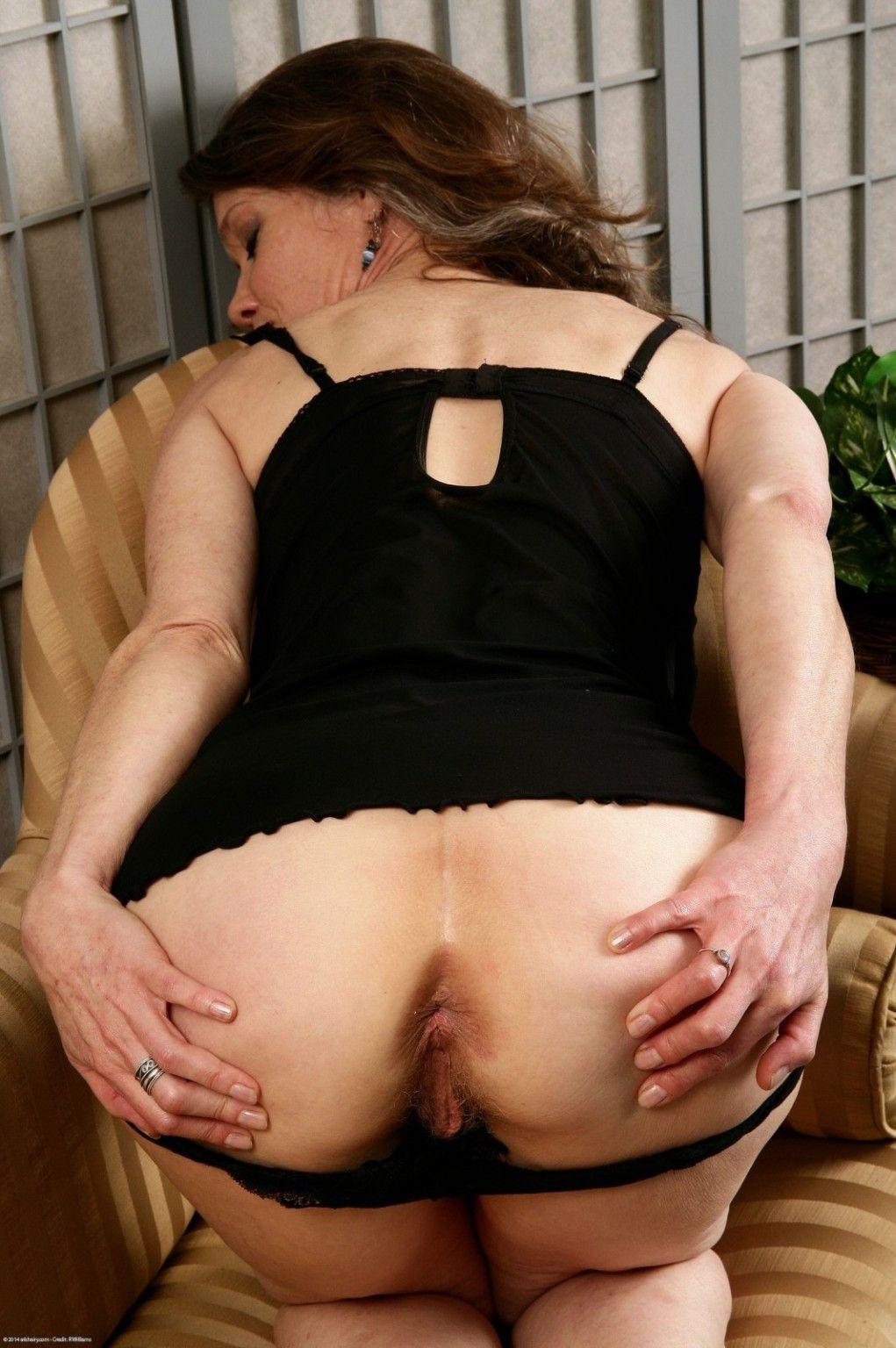 Rachel exposes their way full-grown flimsy pussy