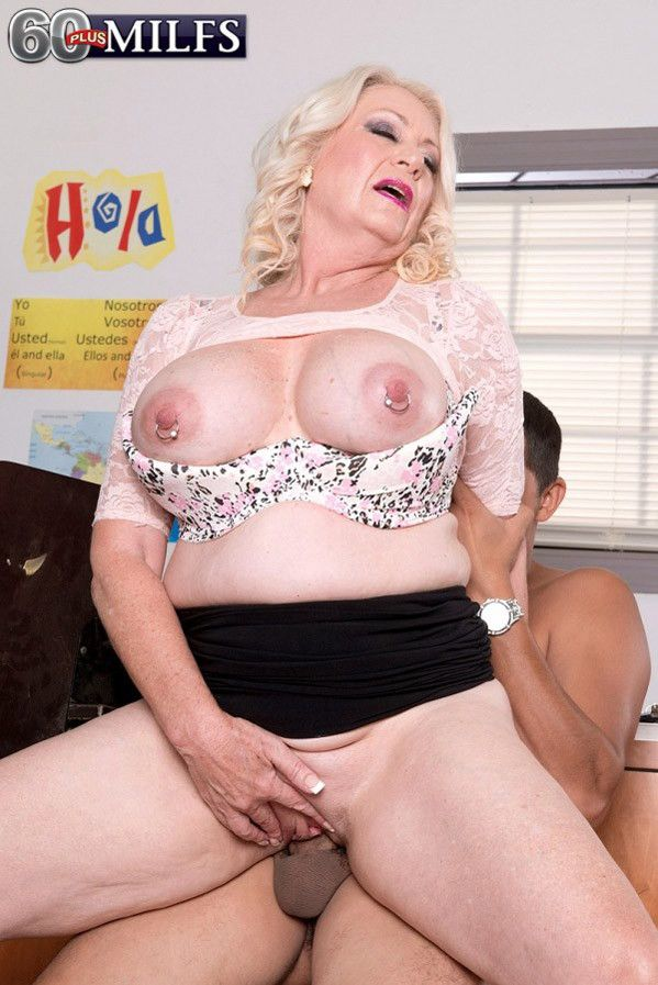 Dirty teacher milf having a stiff unearth at the brush farrago in all directions fuck