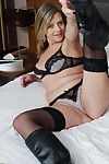 Comme ci mature cougar showing her hot flock