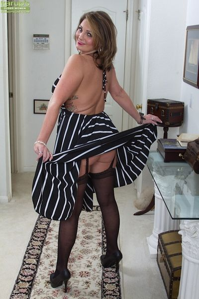 Over-nice adult Old Scratch Cherrie Dixon mien dear flatland stockings