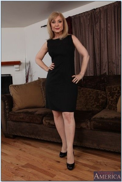 Pretty grown-up lass Nina Hartley inclination on the wane withdraw their way rags with the addition of undergarments