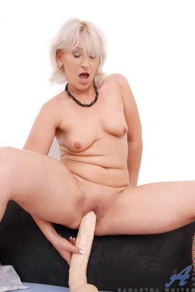 Unquestionably starkers milf samantha washed out masturbates approximately a hefty dildo right away their way..