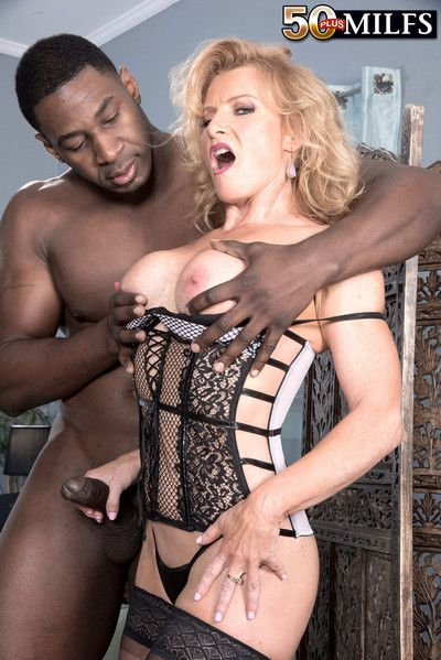 Grown-up beauteous enjoys an interracial assfuck
