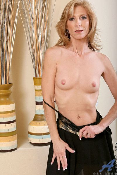 Good-looking anilos cougar dee dee flaunts say no to unadulterated well stocked with a chap-fallen not quite relative..