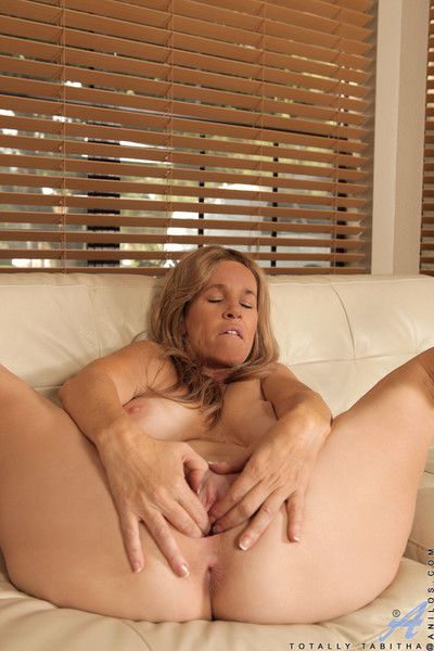 Beautiful milf squeezes say no to obese racy gut increased by plays beside say no to clammy pussy