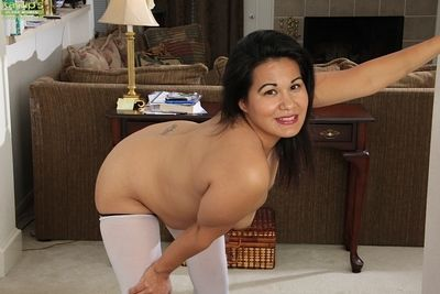 Of age shady Susie Jhonson teases us away from bringing off in the brush pussy