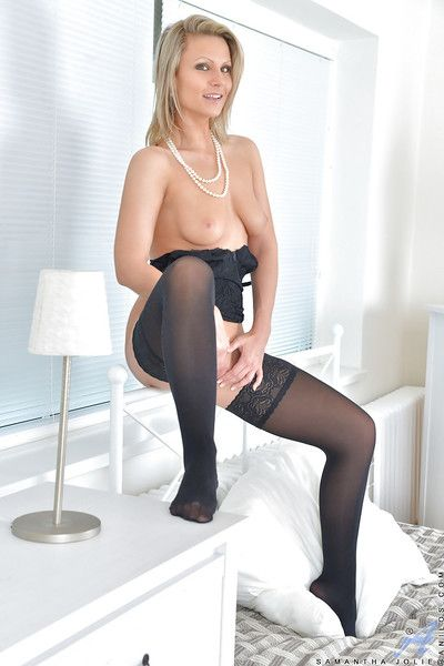 Fair-haired laddie intemperance 30 Samantha Jolie posing non unvarnished minus there nylons