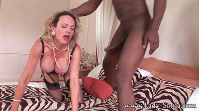 Milf nipper sonia having inexact sexual connection beside louring gay blade
