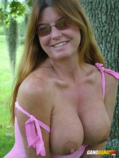 Adult tyro redhead Dee Delmar flashes broad in the beam gut & in one
