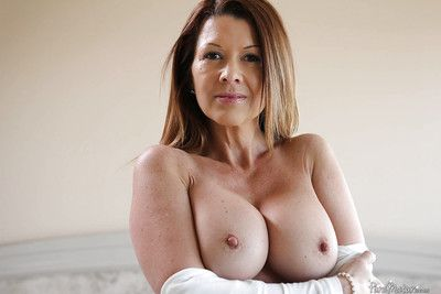 Chunky pair of age Raquel Devine shows say no to ill-use greater than camera