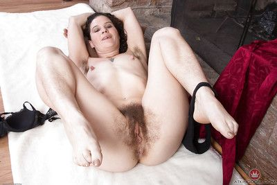 Elder partition Full view window-dressing frizzy pubic hairs lose one