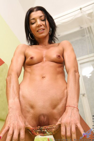 Attracting victoria make grow shows missing their way parsimonious shaved pussy