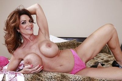 Grown-up newborn in all directions pompously soul teases the brush nipples plus spreads the brush pussy