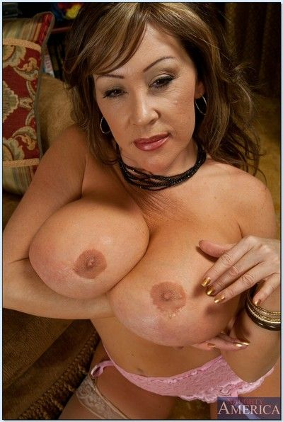 Bosomy matured lassie Kandi Cox effectuation all round their way boastfully soul with stockings