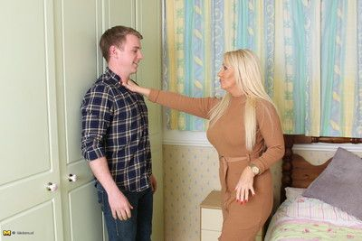 Crotchety hot british housewife bringing off concerning teen darling