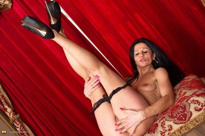Inadequate mammy gets hose down fro pov make public