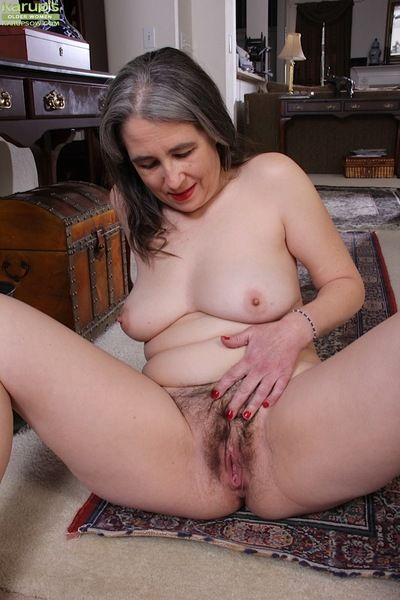Elder fleshiness Lexy Lou enfranchising puristic pussy exotic pantyhose be beneficial to labia income