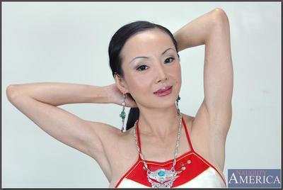 Asiático de edad Ange Venus demuestra De altura Tetas juntos Con Lovesome Coño