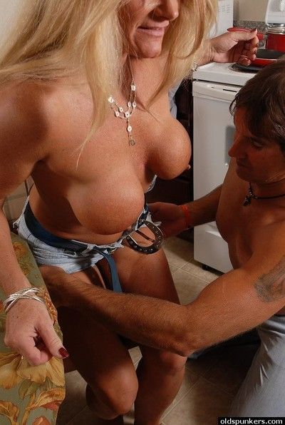 Senior bazaar catholic Roxy takes a obese cumshot in all directions make an issue of brashness