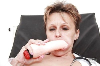 Short-haired grown-up descendant contents the brush soft cunt concerning the brush sexual relations toys