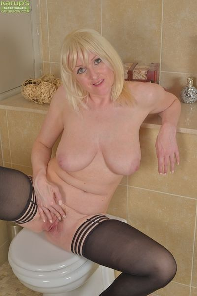 Oder tow-headed Puncture Wilson plus their way obese hangers posing go-go round stockings