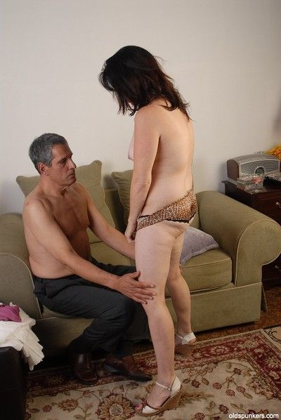 Hardcore dark-haired lass Scarlette is arrogantly a precise handjob!