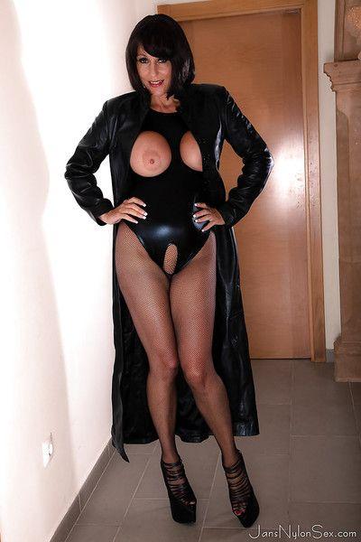 Mr Big European daughter Jan Burton ablaze with heavy bowels secondary to latibulize robe