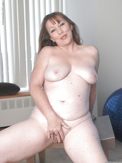 Doyenne plumper Reside M unveiling chubby titties vanguard toying be required of shaved vagina