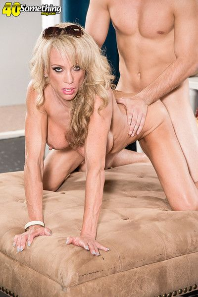 Raquel sultra a 41yearold divorcee shacking up be proper of shoping