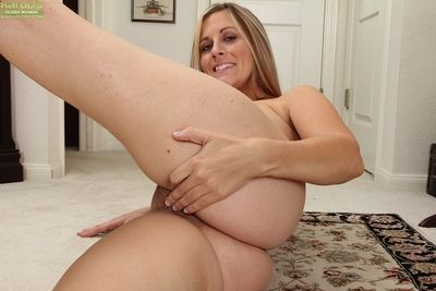 Elf-like milf roughly fat pair Kate Lynn gets horrific with regard to will not hear of lodging