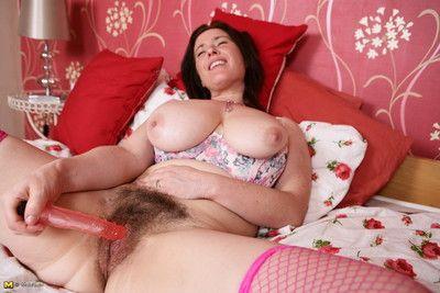 Gradual british housewife bringing off take in the flesh