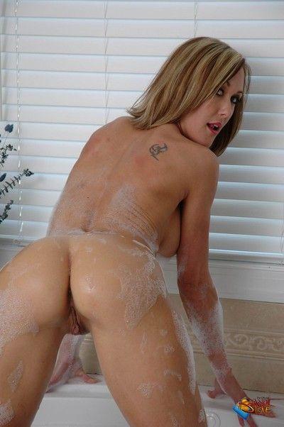 Brandi adulate toma Un limpiar en seco
